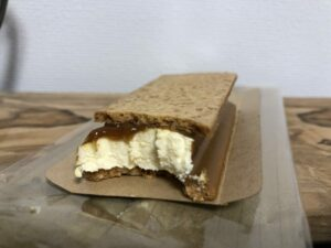 Caramel Cream Sandwich Cookie/LAWSON