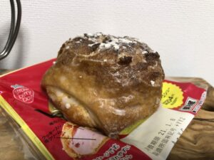 Strawberry Cookie Cream Puff/LAWSON
