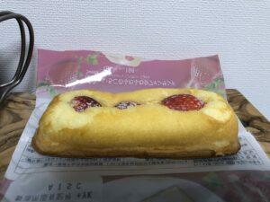 Strawberry Sponge Cake/Family Mart