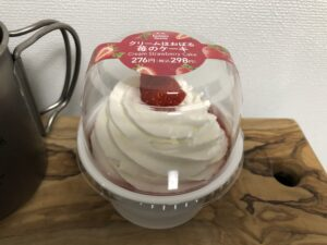 Cream Strawberry Cake/Family Mart