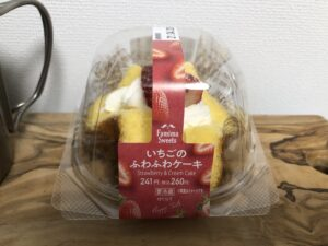 Strawberry & Cream Cake/Family Mart