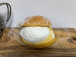澄ふわマリトッツォ(ヘーゼルナッツチョコ入り)/ローソン